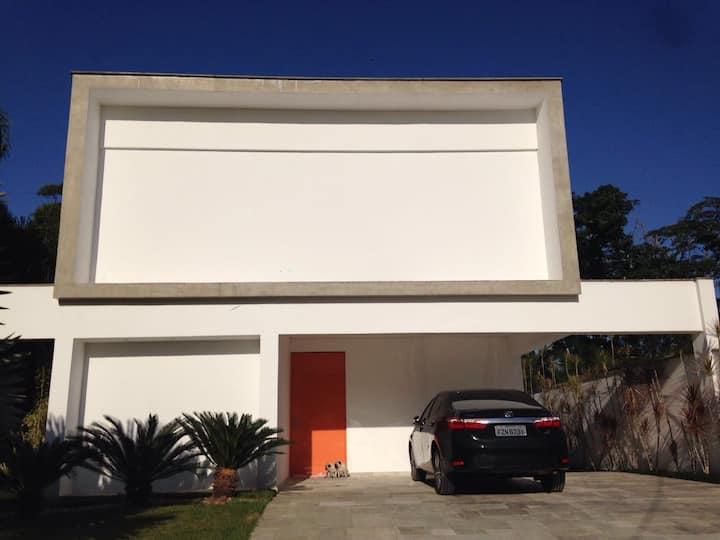 Casa estilo Bauhaus Riviera de São Lourenço 332 m2