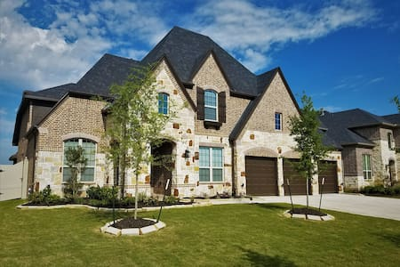 3650 sq ft Luxury Home in Brazos Town Center - Hus