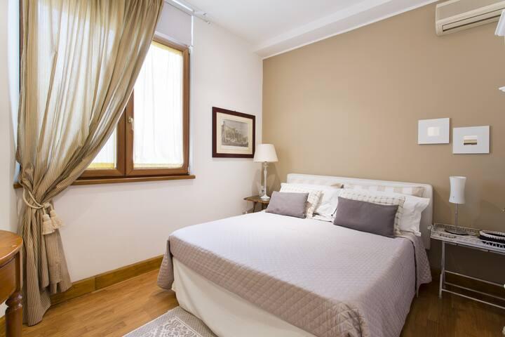 ALBA HOME -Appartamento in centro, doppi servizi.