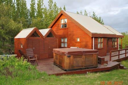 Cosy cottage close to Reykjavík