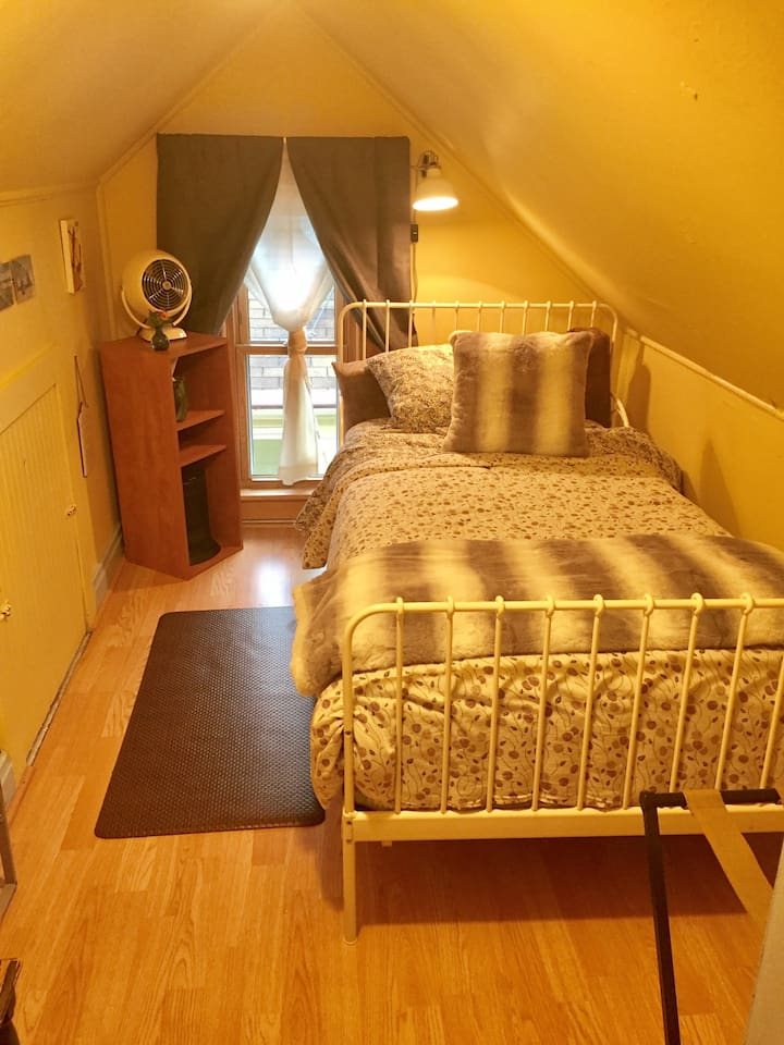 This is the single bed and room.