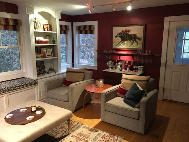Charming House next to Middlebury College!