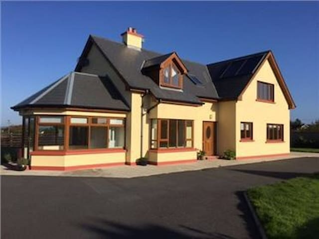 4 Bedroom House close to beaches - Carrick on Bannow  - Haus