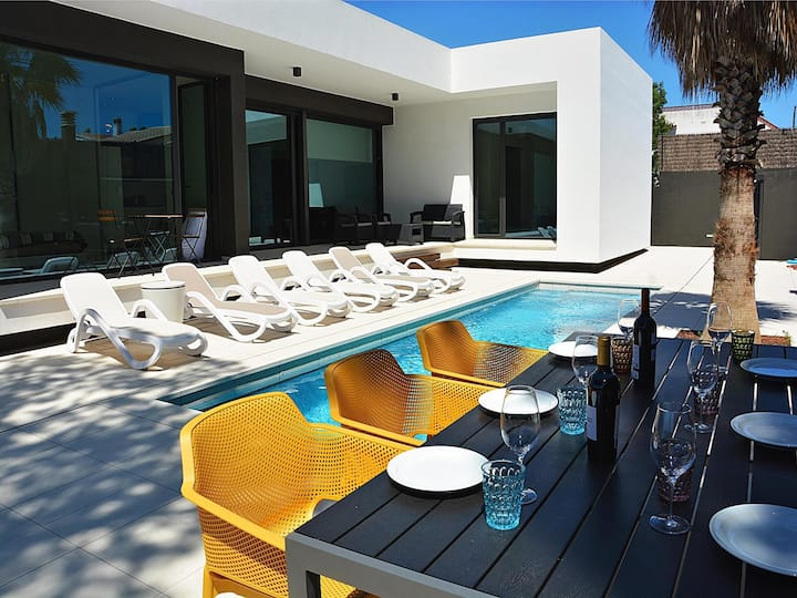 Blanca: Modern villa with private pool and garden