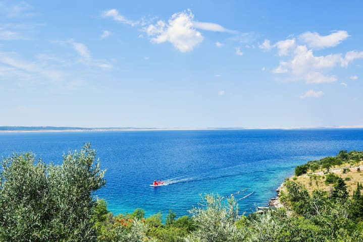 A secluded three bedroom house with sea view