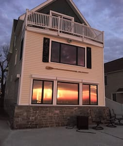 Beautiful 4 bedroom on Long Island sound - Milford - Talo