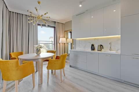 Beautiful Designer Apartment with Air Conditioning