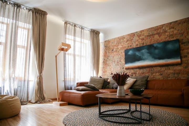 Spacious 120m2 Design Apartment, very central
