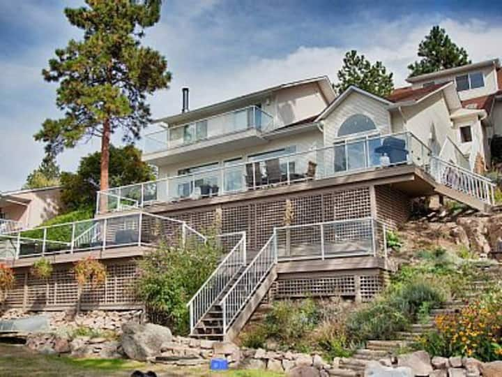 Cottage on 80ft of beachfront, Boat Lift and Dock