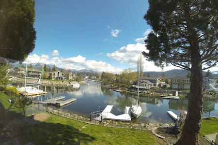 waterfront, private dock, pool table, huge, clean! - South Lake Tahoe - House
