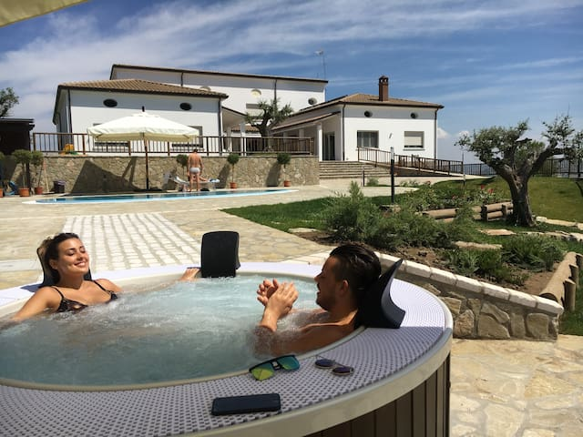 Villa SANTORO NELLA TERRA DI MEZZO