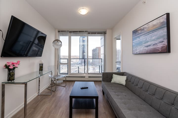 BRAND NEW 2 BEDROOM IN HEART OF DOWNTOWN CALGARY