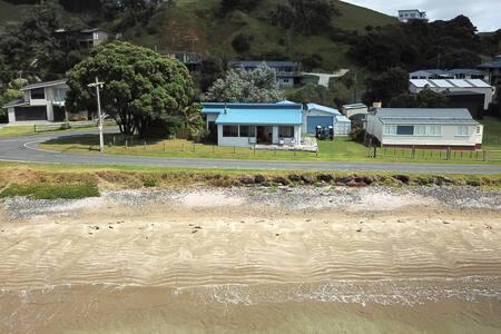 Beachfront family holiday house - 8 kayaks & wifi