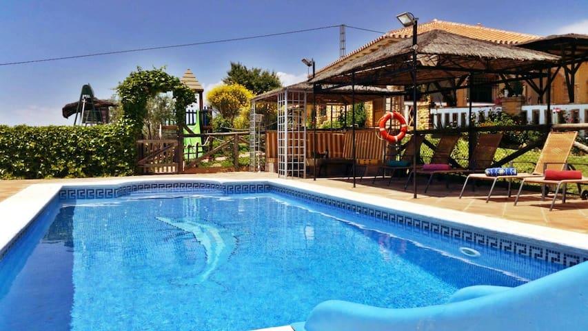Estupenda casa  junto al Paraje Natural El Torcal - Villanueva de la Concepción - Casa
