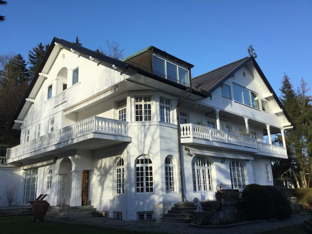 Beautifull Hide away / Traumwohnung in hist. Villa - Tutzing - Byt