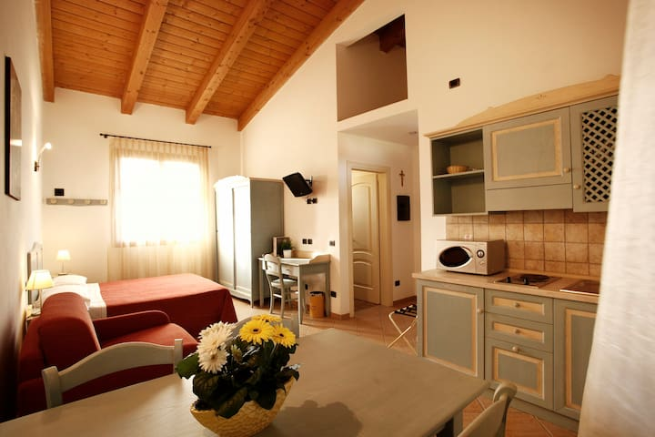 One room apartment / studio, a few km from the sea