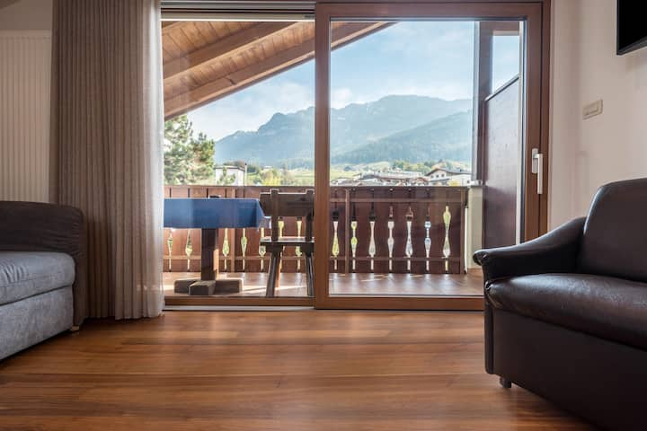"""Charming Apartment """"Ferienwohnung 8"""" near Seiser Alm with Mountain View, Wi-Fi, Balcony, Terrace, Jacuzzi, Garden & Sauna; Parking Available, Pets Allowed"""