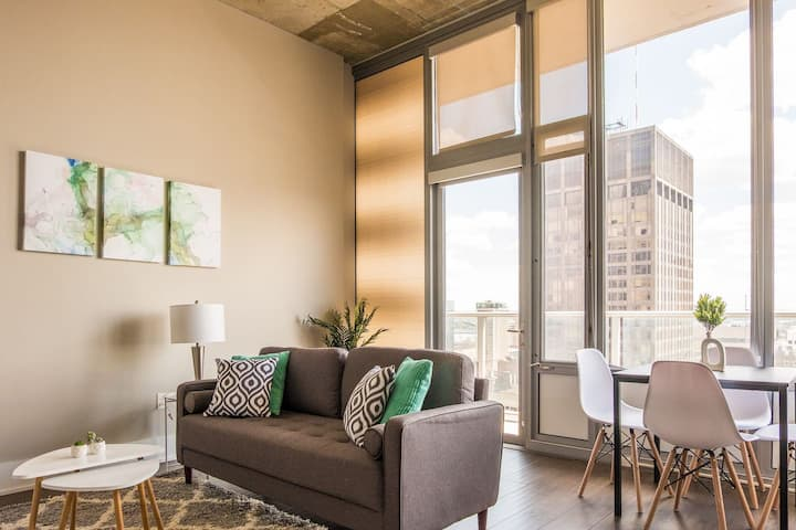 Magnificent Downtown Views @ Heart of the City 1br