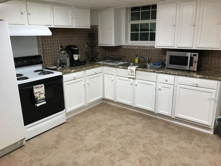 Full-size furnished kitchen with some basic condiments, booze, and snacks are supplied.