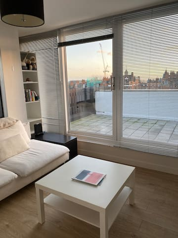 Bright + airy home in Hampstead w/terrace!