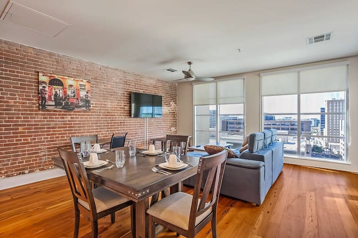 Skyline view Penthouse w Terrace near FQ/BourbonSt