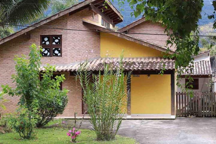 Casa com Piscina Condomínio Mar Verde