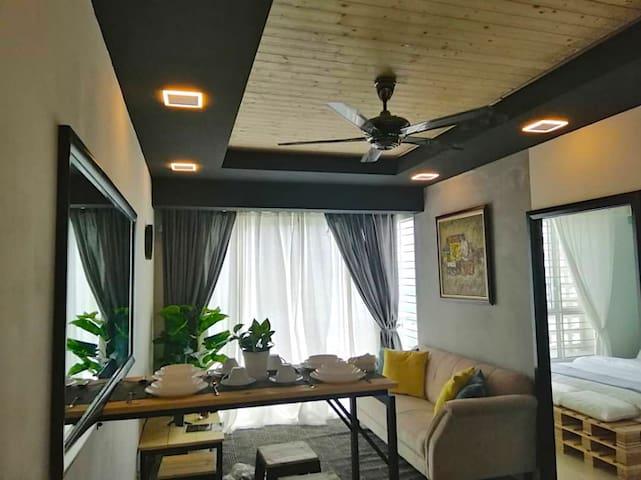Wood & Steel Homestay @Menara U2 Shah Alam