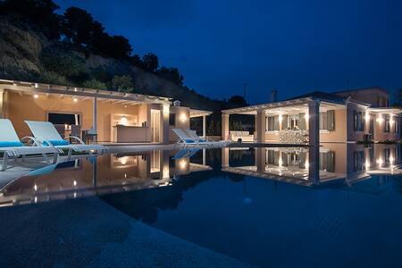 Elegant Villa Apollonas