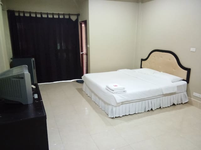 Chaweng Beach - Affordable Large Studio Apartment