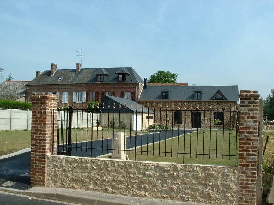 maison de charme id alement situ e en normandie houses for rent in pitres normandie france. Black Bedroom Furniture Sets. Home Design Ideas