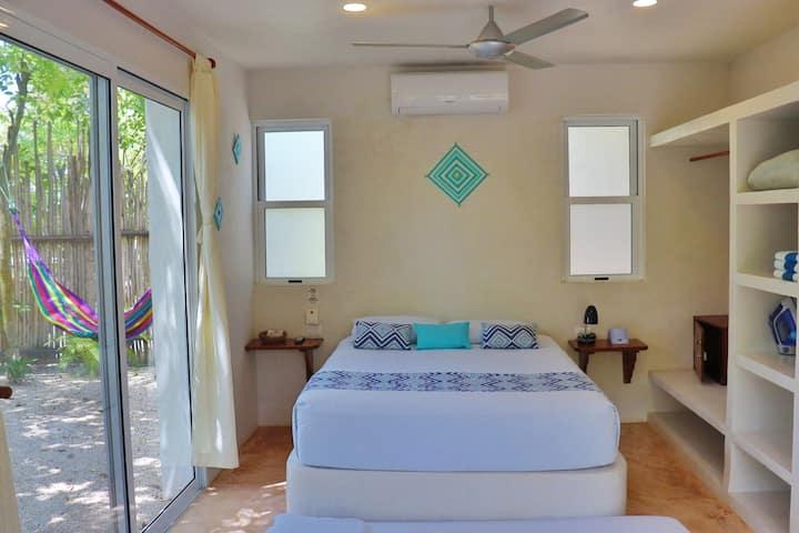 "Hotel & Suites Oasis Bacalar  ""Suite Piña"""