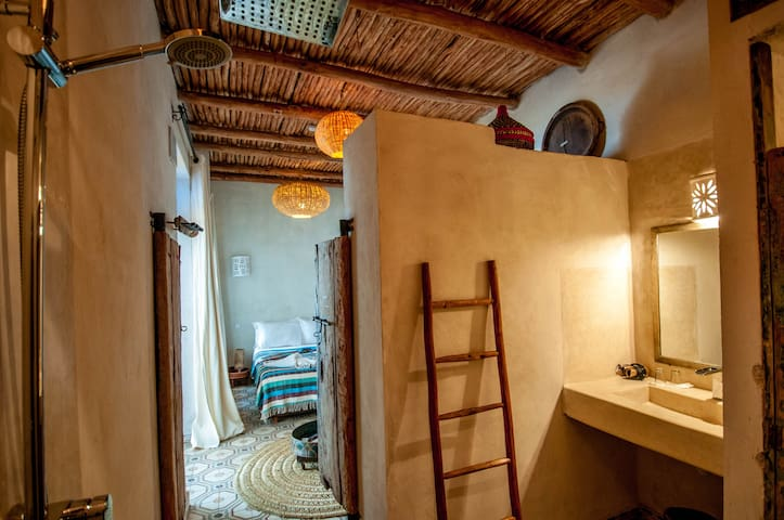 Nice and Quiet Riad well located into the Medina