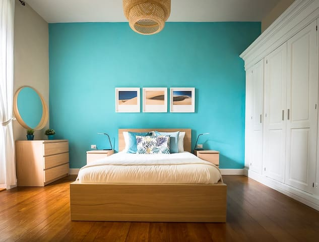It features brand new furnitures and mattress, fresh painting and fast fiber optic internet connection.