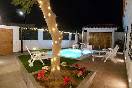 Seaview Vila with priv heated pool. - Arucas - 別荘