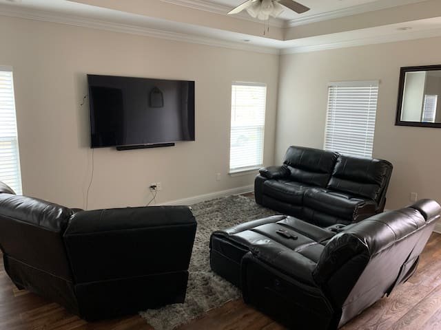 Slidell Home near some of your favs!