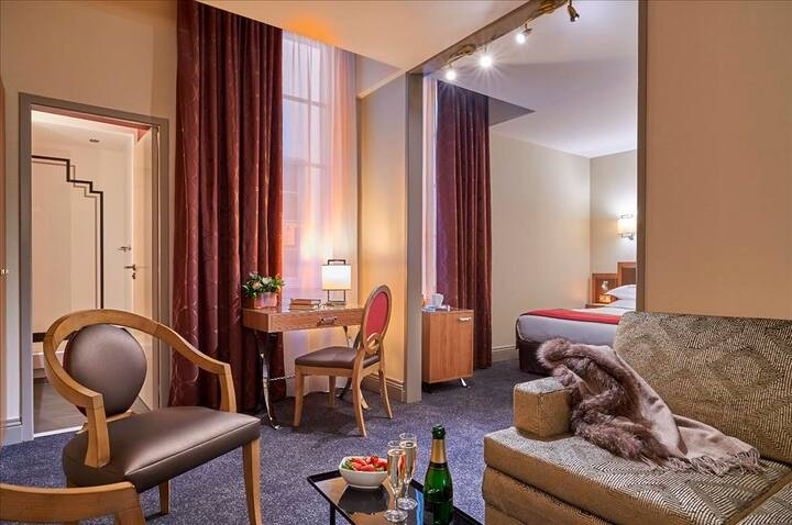 Stay in a Suite - Hotel Bayonne Etche-Ona