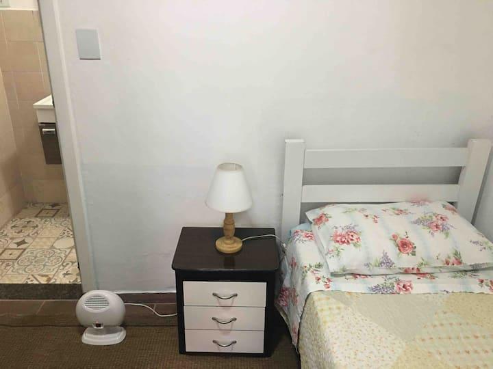 Pequena suite ao lado Shopping Frei Caneca