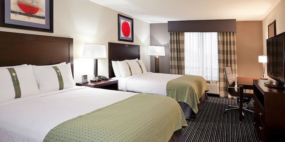 Private Room with Two Queen Beds in Columbus