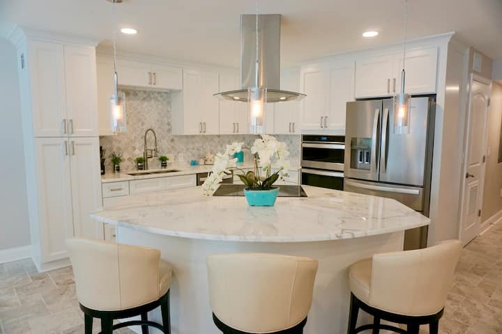 Luxurious and Beautiful Remodeled Beach Condo