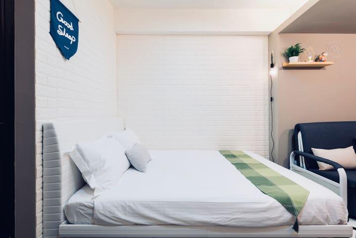 舒適雙人床 Comfy double bed