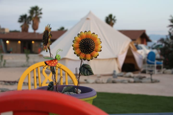 Backyard Bohemia Glamping -Palm Springs & J Tree