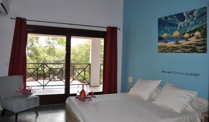 Nice apartment with large pool & close to beaches