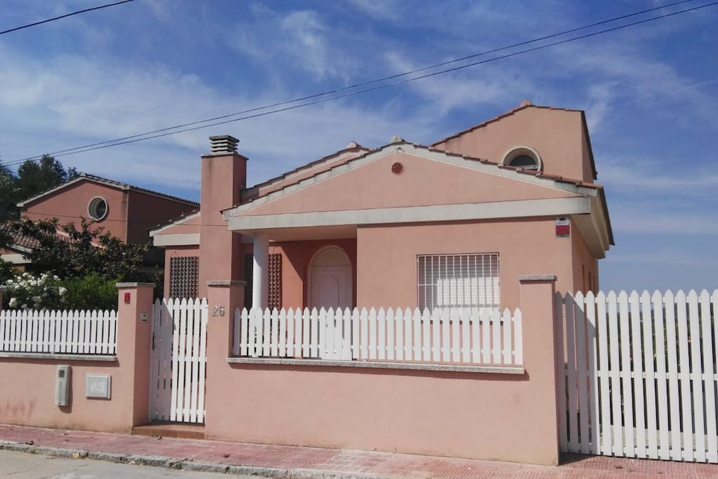 Street view of the villa.