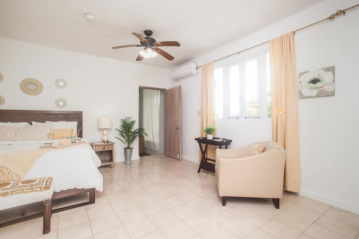 ♡ King size bed ♡+ Balcony+ Views-Suite 3