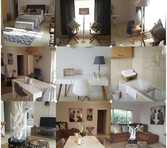 VillaDeVille - Fully Furnished Two Bedroom Villa - Germiston - Apartmen