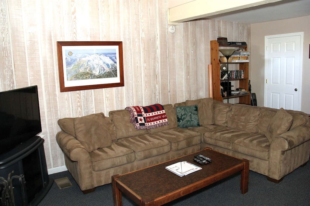 Mammoth Condo Rental Chamonix 99 - Living Room Sectional Couch