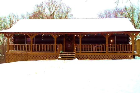 Promised Land B&B--The Family Room - Fordland - Bed & Breakfast