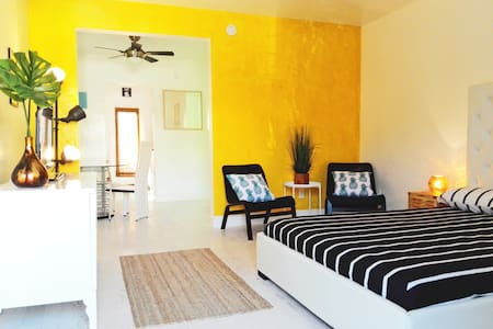 *TROPICAL PARADISE APARTMENT-Steps From The Beach* - Miami Beach - Apartment