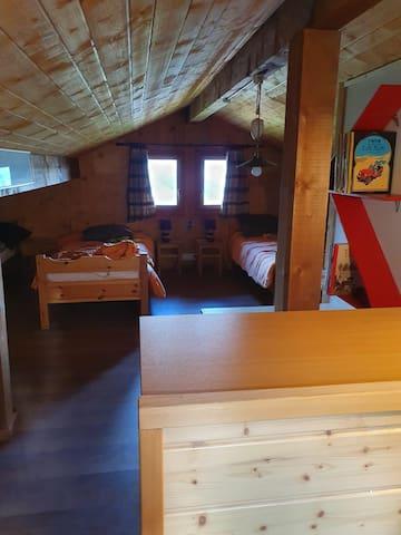 Dortoir de 4 lits à l'étage