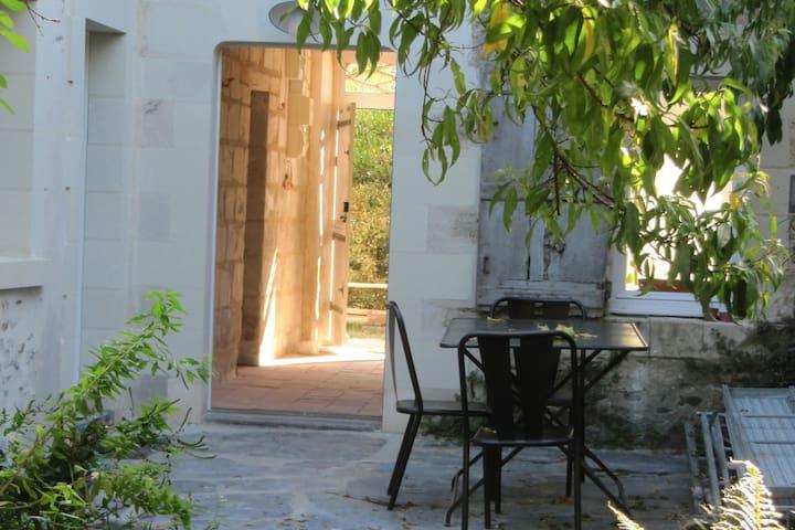 une chambre d'hôtes dans grande et belle maison